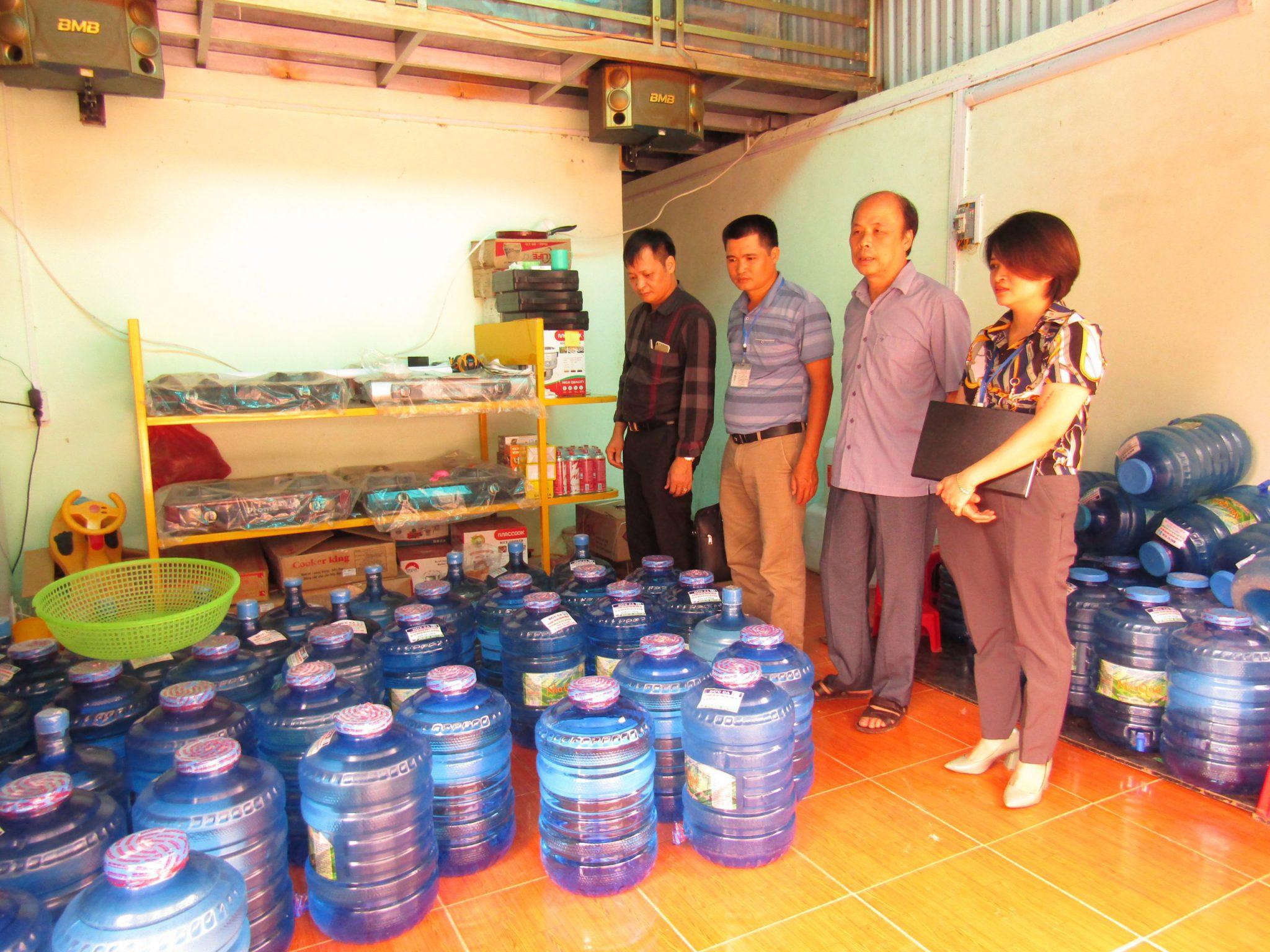 Đoàn kiểm tra cơ sở sản xuất nước uống đóng chai, đóng bình tại huyện Mèo Vạc